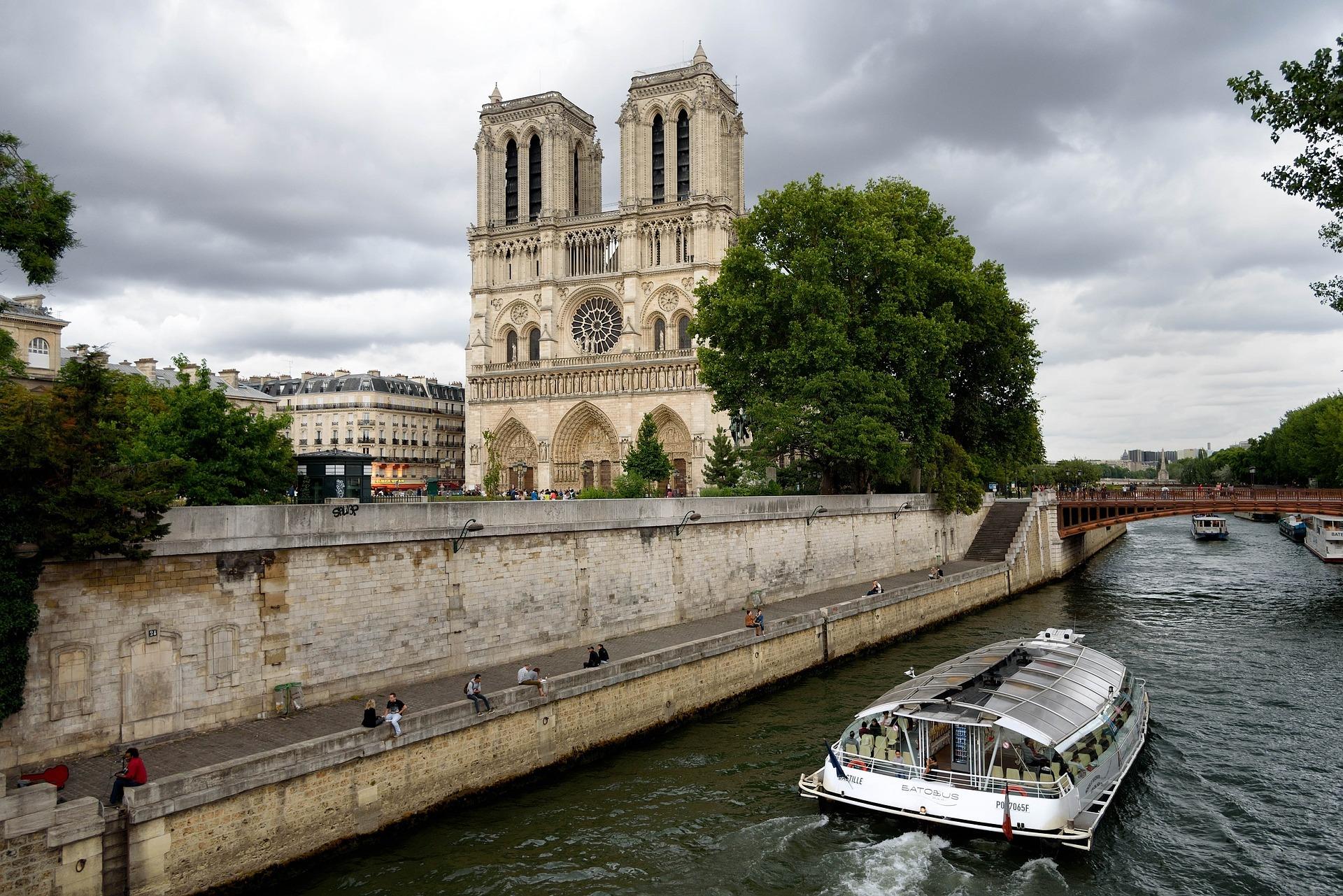 Batobus Paříž – nejlevnější plavba po Seině