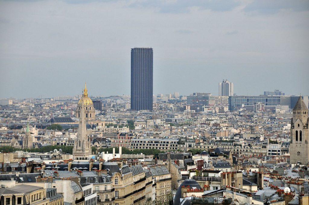 Pohled na Tour Montparnasse z Vítězného oblouku