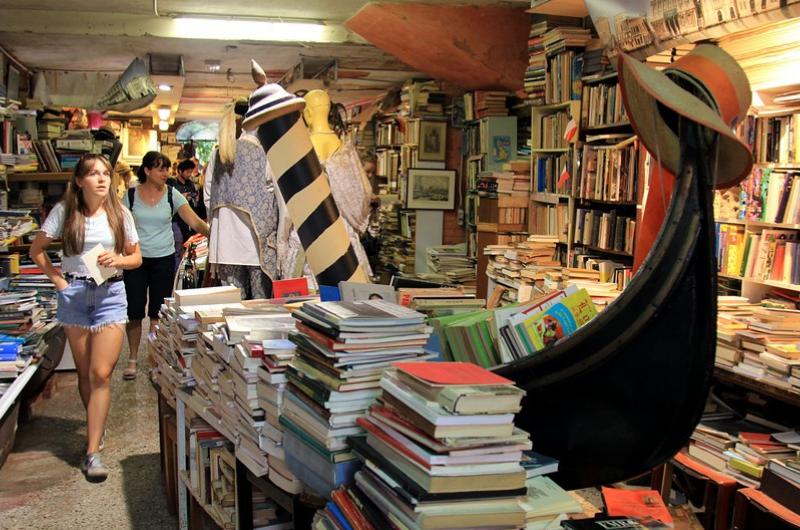 Knihkupectví Acqua Alta v Benátkách