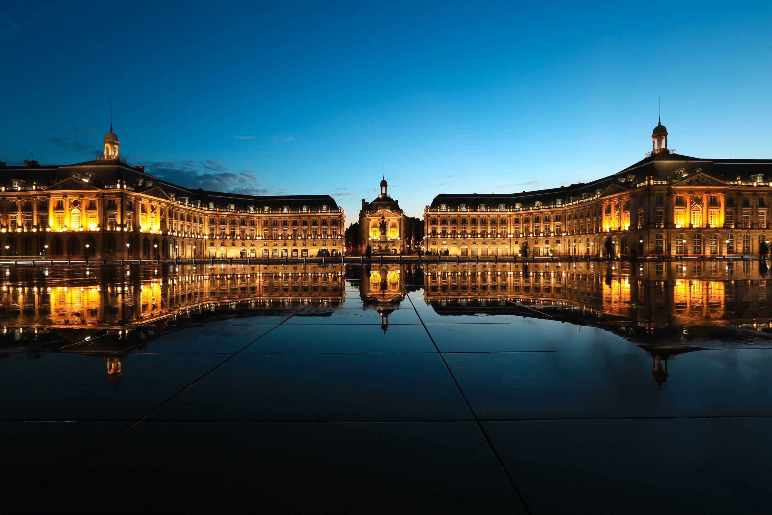 Vodní zrcadlo v Bordeaux